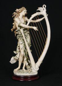 Джузепе Армани, статуетки, скулптура, колекционерство, момиче, свирещо на лира